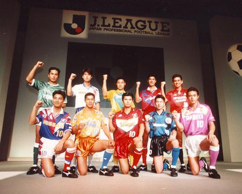 Les maillots conçus par Mizuno pour chaque équipe