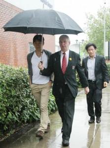 Shinji Kagawa qui se rend à l'hôpital Bridgewater pour passer sa visite médicale