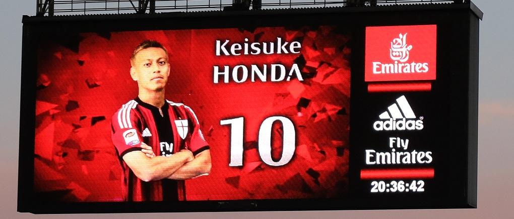 Honda, toujours numéro 10 dans la team du Milan !