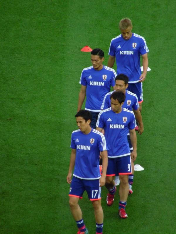 Une belle brochette à l'échauffement : Hasebe, Okazaki, Nagatomo, Makino, Honda.