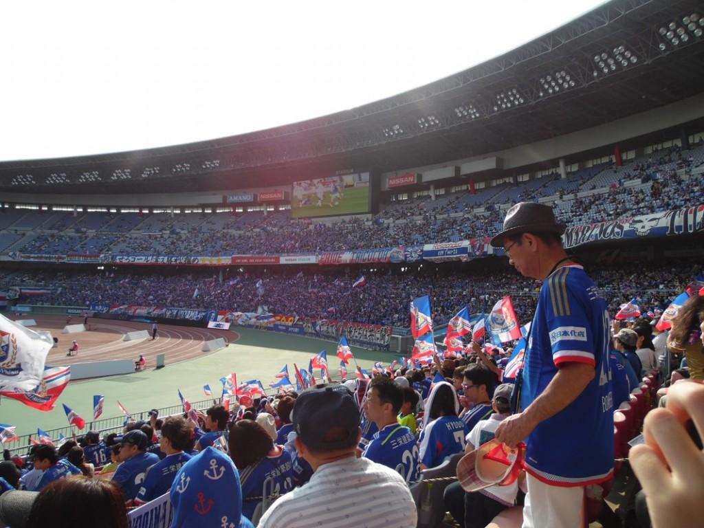 Le virage des supporters de Yokohama.