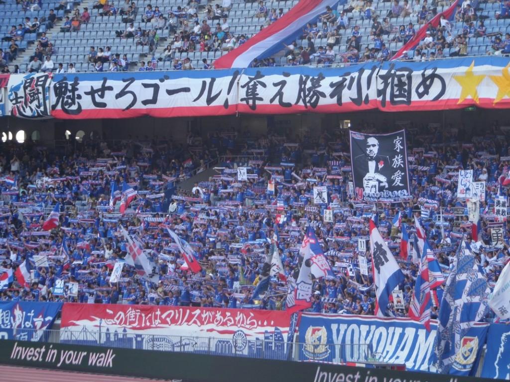 Le Parrain est présent dans les travées du Nissan Stadium.