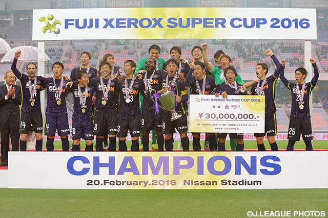 Hiroshima commence bien 2016 en remportant sa quatrième Super Coupe ! (photo: jleague.jp)